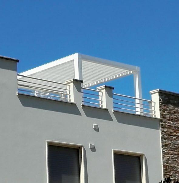 Pergola bioclimatica autoportante in alluminio con tettoia - Pergolas bioclimaticas ...