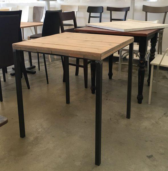 Tavolo stile industriale con quattro gambe in acciaio e - Tavolo stile industriale ...