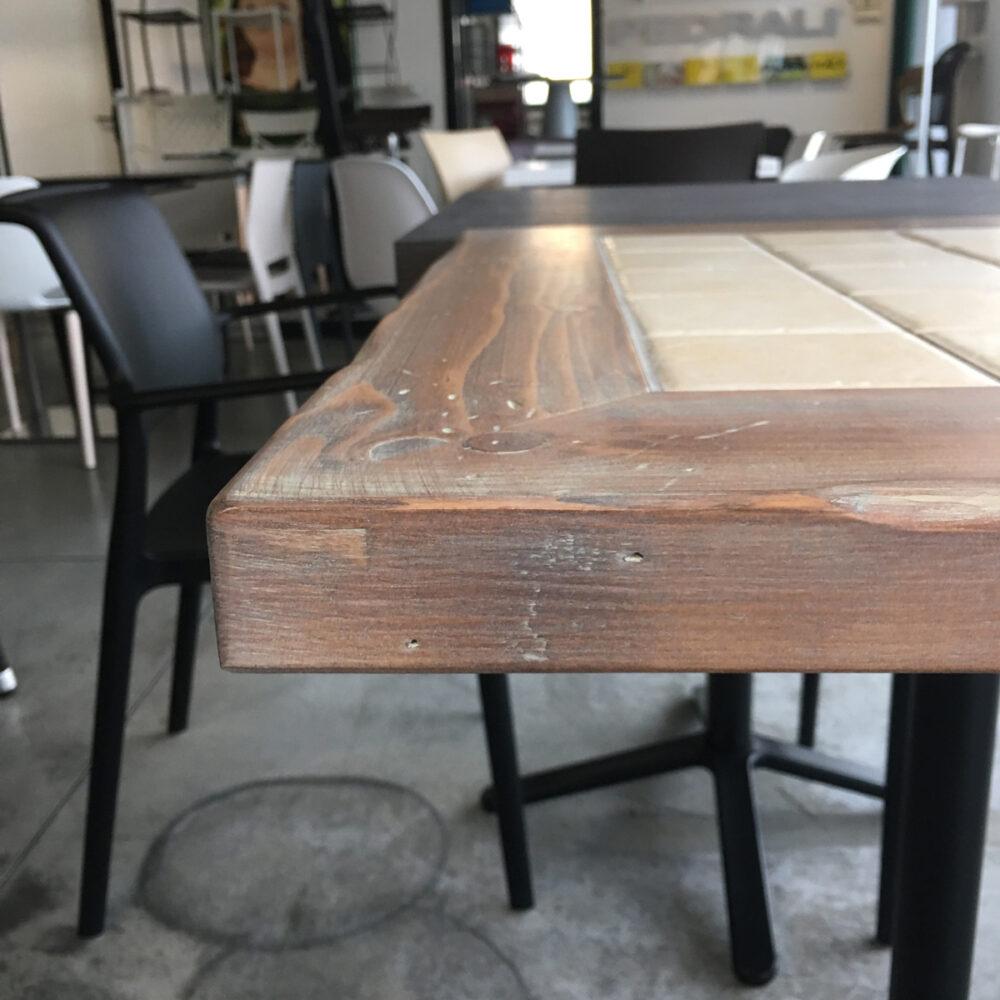 Piano Mattonella Per Tavoli Da Ristorante Realizzato Con Mattonelle Incorporate Nel Legno